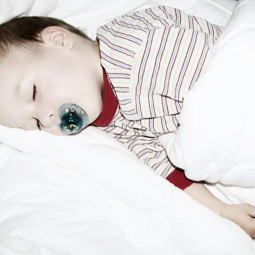 4557-friedlich-schlafendes-baby